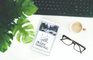 Tablet, kafa i naočare - Digitalni marketing